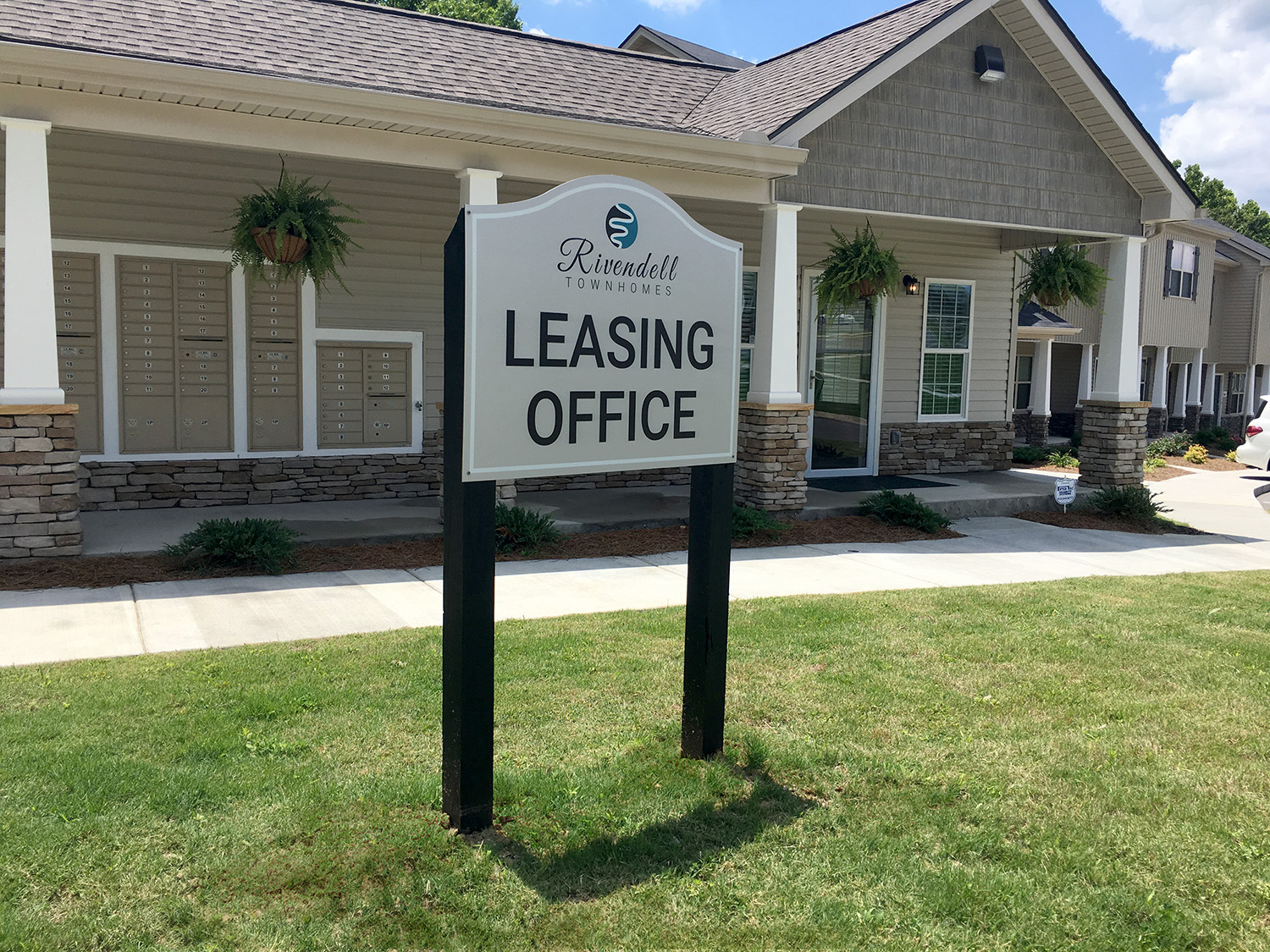 Outdoor business signage dynamark graphics group nashville for Exterior office signs