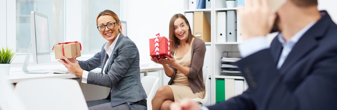 Client-Pleasing Swag That Makes Great Employee Gifts